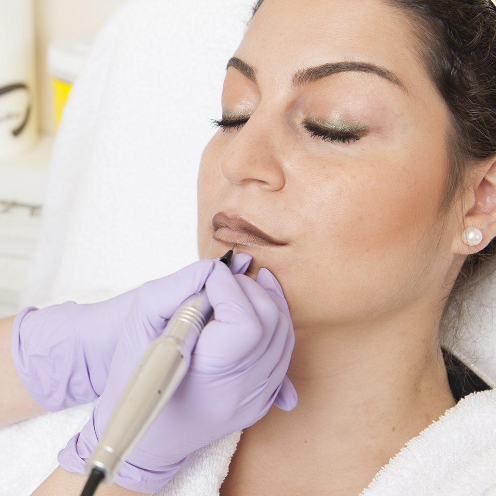 Professionelles Permanent MakeUp und Korrektur für Lippen, Augenbrauen und Augenlider