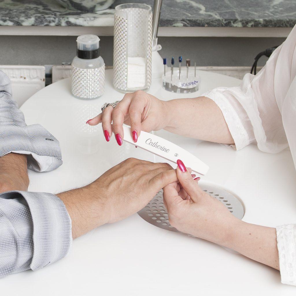Gelnägel und Nagelpflege für wunderschön gepflegte und gesunde Fingernägel